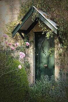 Reminds me of Edward, Bella, & Renesme Cullen's cottage! :)