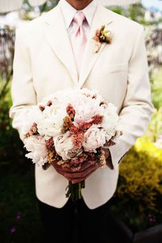 bouquet w/ hints of red and brown + cream suit