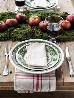 simple-rustic-tablescape-for-christmas