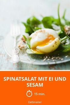 Spinatsalat mit Ei und Sesam - smarter - Zeit: 15 Min. | eatsmarter.de
