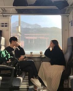 New training travel couple 29 ideas Couple Posing, Couple Shoot, Korean Couple Photoshoot, Girl Couple, Couple Ulzzang, Ulzzang Girl, Couple Goals Cuddling, The Love Club, Couple Aesthetic