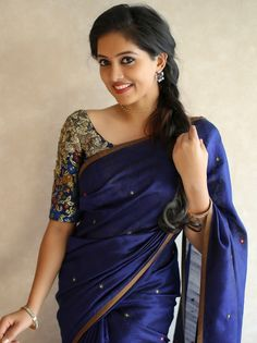 Image may contain: one or more people and people standing Kerala Saree Blouse Designs, Half Saree Designs, Saree Blouse Neck Designs, Sari Blouse, Blouse Patterns, Indian Beauty Saree, Indian Sarees, Stylish Blouse Design, Simple Sarees