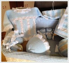 Pale blue baby jacket with Valenciennes lace. Garter stitch and Slipped Stitch Honeycomb (Chinese Waves) worked sideways. Assorted bonnet and booties. Inspiration photo ~~ CANASTILLA ARTESANAL: enero 2014