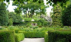 Det Kongelige Haveselskabs Have. Haveselskabet er en Grøn oase ved siden af Frederiksberg Haves hovedindgang.