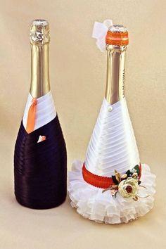 wedding bottle decoration,decorative bottles,bride and groom wine bottle covers,pimped bottles wedding,wedding decoration Wine Bottle Covers, Wine Bottle Art, Wine Bottle Crafts, Bottles And Jars, Glass Bottles, Wine Glass, Wedding Wine Bottles, Champagne Bottles, Bottle Centerpieces