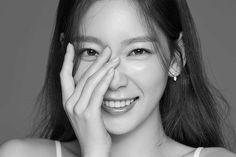 Watch: Taeyeon Excitedly Shows Off Girls' Generation's Light Stick Snsd, Yoona, Kim Hyoyeon, South Korean Girls, Korean Girl Groups, Taeyeon Wallpapers, Girls' Generation Tts, Kwon Yuri, Kim Tae Yeon