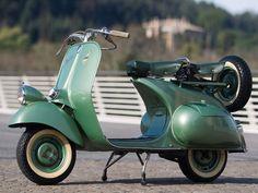 1952 Vespa 125 'Faro Basso' | Monaco 2014 | RM AUCTIONS...and I love the color!