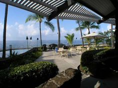 Apartment in Kailua-Kona, United States. 1 bed/1 bath condo on Alii Drive just south of Kailua-Kona, minutes from theaters, shopping and fine dining. Spacious deck overlooking the garden pool, tropical landscaping, waterfall and fountain, with a view of the ocean. Enjoy your morning cup ...
