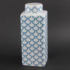 Blue and white - always so fresh Creative Inspiration, Interior Inspiration, Silk Tree, Ceramic Jars, Barbie Dream House, Floral Supplies, Cool Patterns, Art Deco, Porcelain
