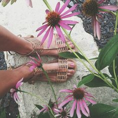 .@penny shima glanz Douglas People   So in love with the Cadice Stitch Sandal. And flowers. #freepeople #fashion #...