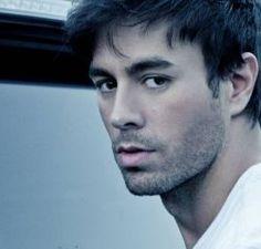 """Enrique Iglesias divulga capa do novo single, """"Súbeme La Radio"""" #Cantor, #Clipe, #Gente, #M, #Música, #Noticias, #Nova, #NovaMúsica, #Novo, #Single http://popzone.tv/2017/02/enrique-iglesias-divulga-capa-do-novo-single-subeme-la-radio.html"""
