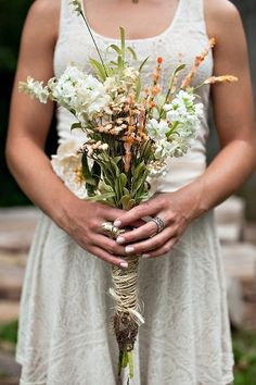 Natural looking wedding #bouquet wildflowers