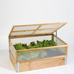 Mistbænk til højbed og pallarammer fra Urban Garden Company Small Backyard Gardens, Farm Gardens, Nelson Garden, Lake Landscaping, Diy Greenhouse Plans, Wooden Garden Planters, Garden Boxes, Raised Garden Beds, Garden Projects
