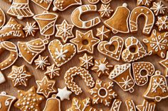 Homemade christmas cookies on wooden table 64238 Christmas Cookies Gift, Christmas Cookie Cutters, Christmas Treats, Christmas Baking, Homemade Christmas, No Bake Cookies, Cupcake Cookies, Sugar Cookies, Baking Cookies