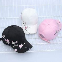 Hat Embroidery, Embroidery On Clothes, Embroidery Fashion, Girl Baseball Cap, Baseball Hats, Stylish Caps, Cap Girl, Embroidered Baseball Caps, Custom Embroidered Hats