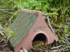 Kikkerhuis om kikkers en padden te overwinteren in de tuin aan de vijver