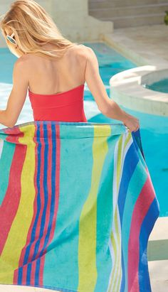 Whether beachside or poolside, our Banda Pool Towel makes fun in the sun comfortable and luxurious. Striped on both sides, the colors differ from front to back.