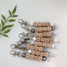 Diy Crafts Keychain, Cute Keychain, Wood Keychain Ideas, Bead Keychain, Handmade Keychains, Crafts To Make And Sell, Sell Diy, Cute Crafts, Cute Diys