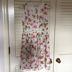 Zara floral crochet lace white collared dress TRF Size: M // crochet lace details on waist, collar, lined, small keyhole on back; no flaws (tags removed) Zara Dresses