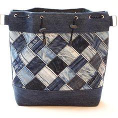 S mozaikou VI / Zboží prodejce Nielia Patchwork Quilt, Patchwork Bags, Denim Patchwork, Jean Purses, Purses And Bags, Jean Diy, Sacs Tote Bags, Denim Handbags, Denim Ideas