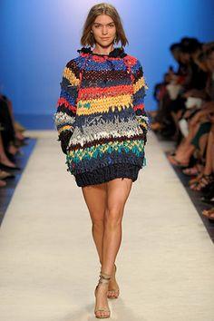 Shop the latest women's fashion straight from the runway at Moda Operandi, from designers including Isabel Marant, Oscar de la Renta, Johanna Ortiz, Prada & more. Knitwear Fashion, Knit Fashion, Fashion Show, Paris Fashion, Moda Crochet, Knit Crochet, Fashion Articles, Isabel Marant, Knitting