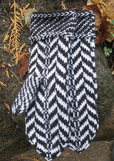 Ravelry: Traditional Lithuanian Pattern Mittens pattern by Sonata Eidikiene