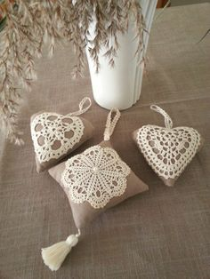 Crochet Lace Pattern For Table Runners Doilies Crafts, Burlap Crafts, Fabric Crafts, Sewing Crafts, Diy Crafts, Crochet Motifs, Crochet Doilies, Crochet Patterns, Lavender Bags