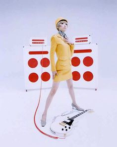 -sigh, Maki Nomiya of Pizzicato Five. Groove Train, Get On Up, Retro Pop, Indie Pop, 1960s Fashion, Pop Singers, Well Dressed, Music Artists, Role Models