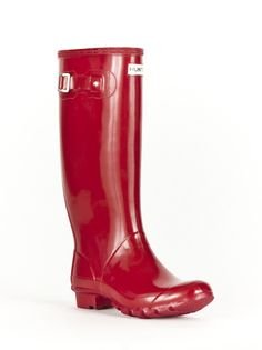 Once I let go of the idea that my intended rain boots HAD to be yellow, I found these gems, ordered them, received them, and *love* them. You can't go wrong with the extra room in the shaft or the brand. #hunterhuntress #pillarboxred