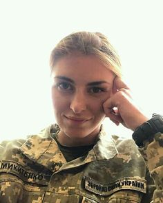 Joining The Army, Military Units, Beautiful Nature Pictures, Female Pictures, Female Soldier, Military Girl, Military Women, Girls Uniforms, Beautiful Women
