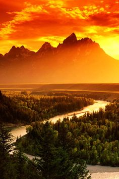 Grand Teton National Park at what might be the greatest sunset in the history of the universe. Free admission to all US National Parks today! (4/46)
