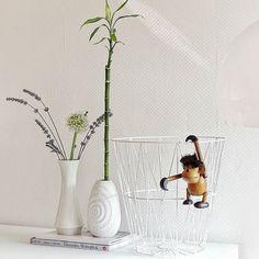 #flohmarktfund | . Ich sollte viel öfter auf Flohmärkten stöbern  Freue mich noch immer wie bolle  . Guten Morgen und einen schönen Dienstag für euch! . #gutenmorgen #goodmorning #fleamarket #fleamarketfinds #finds #happyme #home #homedecor #living #livingroom #tv_living #allwhite #solebich #interior #littlestoriesofmylife #alittlebeautyevery #thatsdarling #nordicinspiration #scandicinterior #scandinaviandesign #feelfreefeed #nothingisordinary_ #nothingisordinary #flowers #vintage #vase…