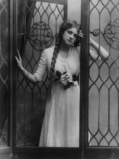 Dame Gladys Cooper by Alexander Bassano, half-plate negative, 1910 - National Portrait Gallery, London.