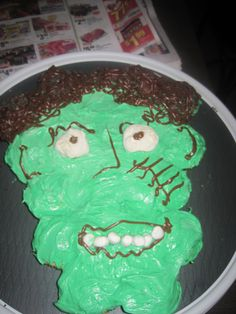 easy cupcake frankenstein cake !! use large marshmellows for the eyes, small ones for the mouth and put some chocholate frosting into a ziplock bag, make a small hole and design some hair and scars !! its as simple as that !!