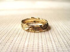 Hey, diesen tollen Etsy-Artikel fand ich bei https://www.etsy.com/de/listing/167399457/gold-leaf-wedding-band-leaves-wedding
