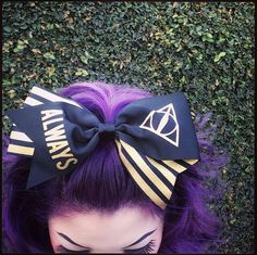 Potterhead heaven // Harry Potter Always Large Cheer Hair Bow Harry Potter Disney, Harry Potter Style, Harry Potter Outfits, Harry Potter Books, Harry Potter Hogwarts, Big Bows, Cute Bows, Harry Potter Enfants, Harry Potter Hairstyles