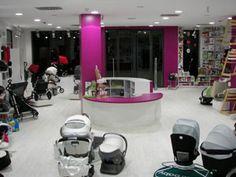 Moderna tienda de diseño en puericultura y mobiliario infantil, Espacios Alondra es: CANCIÓN DE CUNA · Granada, situada en la calle San Antón, 47.