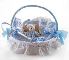 Como Forrar Una Canasta Para Bebe | Lazos Dyi Gift Baskets, Baby Baskets, Canasta Para Baby Shower, Baby Shower Gifts, Baby Gifts, Baby Staff, Baby Hamper, Kids Store, Baby Sewing