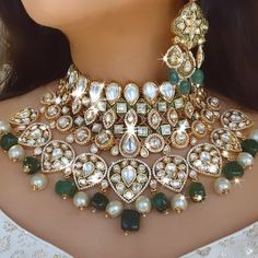 Pakistani Bridal Jewelry, Indian Bridal Jewelry Sets, Indian Jewelry, Gold Earrings Designs, Gold Jewellery Design, Necklace Designs, Stylish Jewelry, Luxury Jewelry, Latest Necklace Design