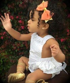 In terms of cute hairstyles for little girls, parents should know their options are endless. Mothers, in particular, love to style their daughters' hair and Little Babies, Cute Babies, Baby Kids, Little Girls, Cute Mixed Babies, Toddler Girls, Beautiful Black Babies, Beautiful Children, Afro