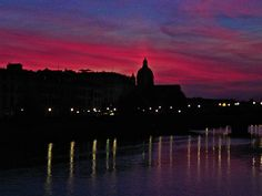 Sunset over the Arno River in Firenze. So beautiful