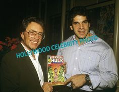 BILL BIXBY & LOU FERRIGNO HOLDING A INCREDIBLE HULK COMIC BOOK, COLOR PHOTO!! picclick.com