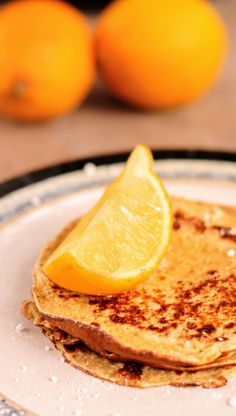 These Slimming World Pancakes are Syn Free and taste exactly like normal crepe pancakes. Because they're made with blended oats! Last night I had a revelation, dancing in my kitchen after making these Slimming Slimming World Oat Pancakes, Slimming World Desserts, Slimming World Breakfast, Slimming World Recipes Syn Free, Lemon Dessert Recipes, Breakfast Recipes, Syn Free Breakfast, Savoury Recipes, Breakfast Ideas