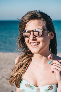 Molokai Sunglass Strap: Handmade cord for sunglasses made of gold chain and pompons Pom Pon, Gold Chains, Fashion Brand, Eyeglasses, Gold Sunglasses, Jewelery, Drop Earrings, Cord, Handmade