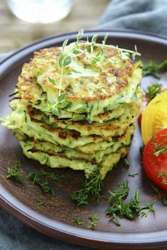 pancakes with zucchini and herbs, food closeup Zucchini Burger, Zucchini Fritters, Clean Recipes, Cooking Recipes, Superfood Salad, Vegan Burgers, Food Facts, Food Reviews, Halloumi