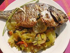 Ganzer Fisch auf Kartoffeln und Gemüse, ein schmackhaftes Rezept aus der Kategorie Fisch. Bewertungen: 46. Durchschnitt: Ø 4,2.
