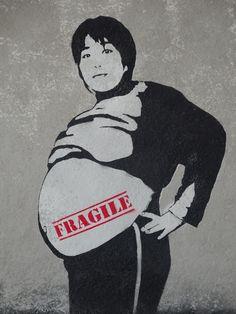 Street Art  /  Kakinoucis  /  Japan  /  FRAGILE.