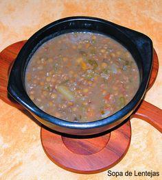 Sopa de lentejas con trozos de chuletitas de cerdo ahumadas y platano verde