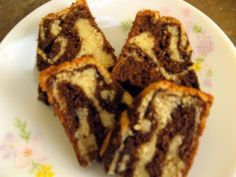 Cooking Up Something Nice: Marble Cake. Vanilla and chocolate both rolled into one in this mouthwatering delicious marble cake. Dukan Diet, Low Carb Diet, Baking For Beginners, Baking Recipes, Healthy Recipes, Peach Cake, Marble Cake, Food Labels, I Foods