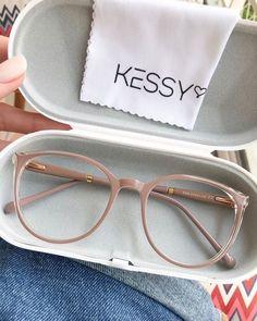Glasses Frames Trendy, Cool Glasses, New Glasses, Girls With Glasses, Trending Glasses Frames, Vintage Glasses Frames, Goggles Glasses, Glasses Outfit, Fashion Eye Glasses